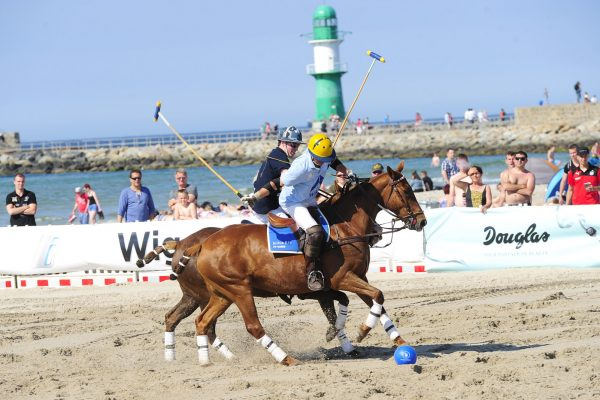 -  Aston Martin Berlin Beach Polo World Masters in Warnemünde am 03.06.2016   bis 05.06.2016 -  Foto: SuccoMedia / Ralf Succo